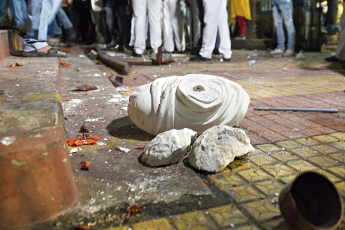 কলকাতায় বিদ্যাসাগরের মূর্তি ভাঙলো বিজেপি