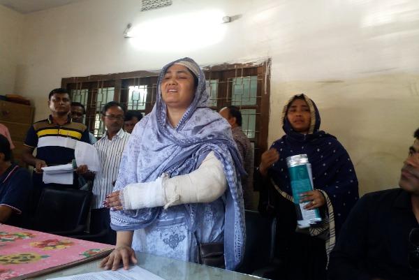 টঙ্গীতে আ.লীগের নারী কর্মী সন্ত্রাসী হামলায় গুরুতর আহত