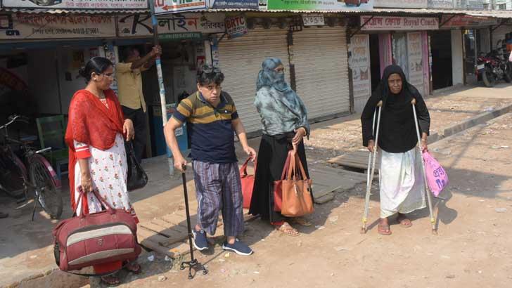 যশোরে হঠাৎ পরিবহন ধর্মঘটের ঢাল 'অবৈধ চালক'