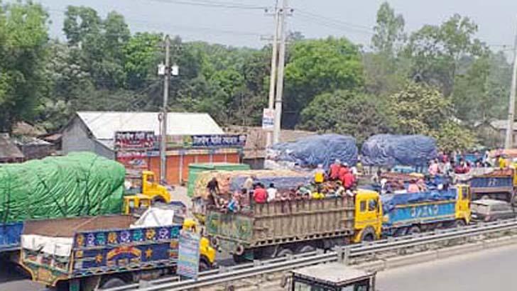 ঢাকা-টাঙ্গাইল মহাসড়কে ১৫ কিলোমিটার যানজট