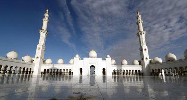আরব আমিরাতে স্বাস্থবিধি মেনে খুলছে মসজিদ
