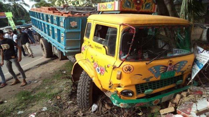 চট্টগ্রামে ত্রিমুখী সংঘর্ষে প্রাণ গেল স্কুলশিক্ষকের