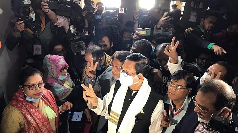 চসিক নির্বাচন: ভোট দিলেন আ.লীগ মনোনীত প্রার্থী