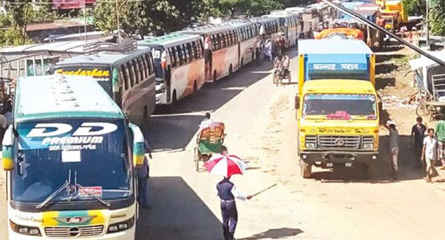 ঢাকা-আরিচা মহাসড়কে ২০ কিলোমিটার যানযট, ভোগান্তিতে ঘরমুখো মানুষ