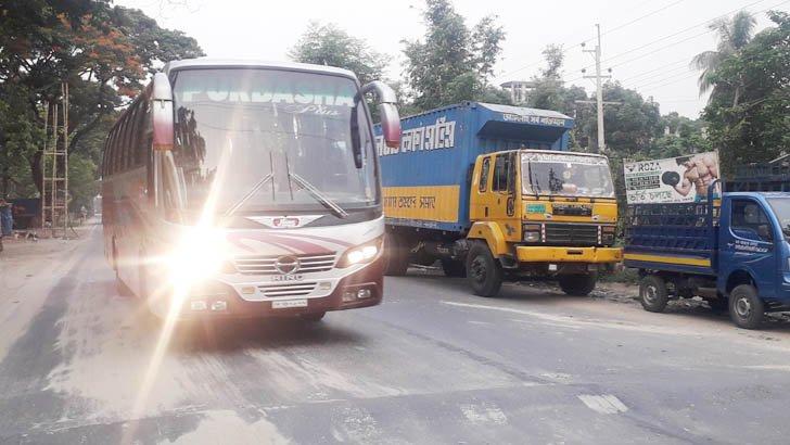 ঢাকা-খুলনা মহাসড়কে দূরপাল্লার বাস চলাচল শুরু