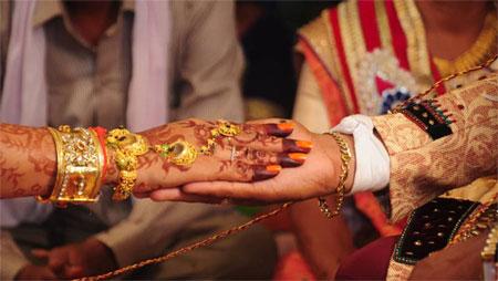 বিয়ের অনুষ্ঠানে কনের মৃত্যু, হবু শ্যালিকাকে বিয়ে
