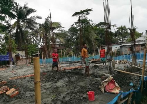 আমতলীতে সরকারী খাল দখল করে ভবন নির্মাণ!